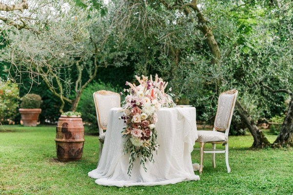 How to Style a Romantic Wedding in Tuscany