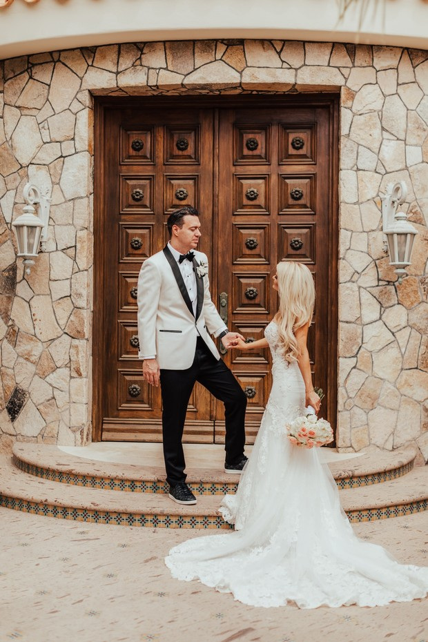 romantic wedding couple portraits