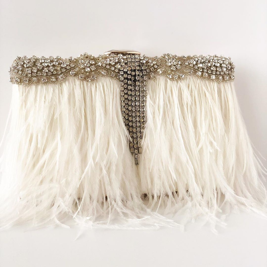NEW!!💗💗 Beautiful Ivory Ostrich feathers with rhinestone details and the finishing touch this stunning rhinestone vintage jewel