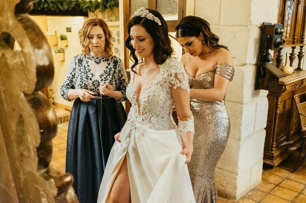 This Enchanting Garden Wedding in Spain Lights Up The Night