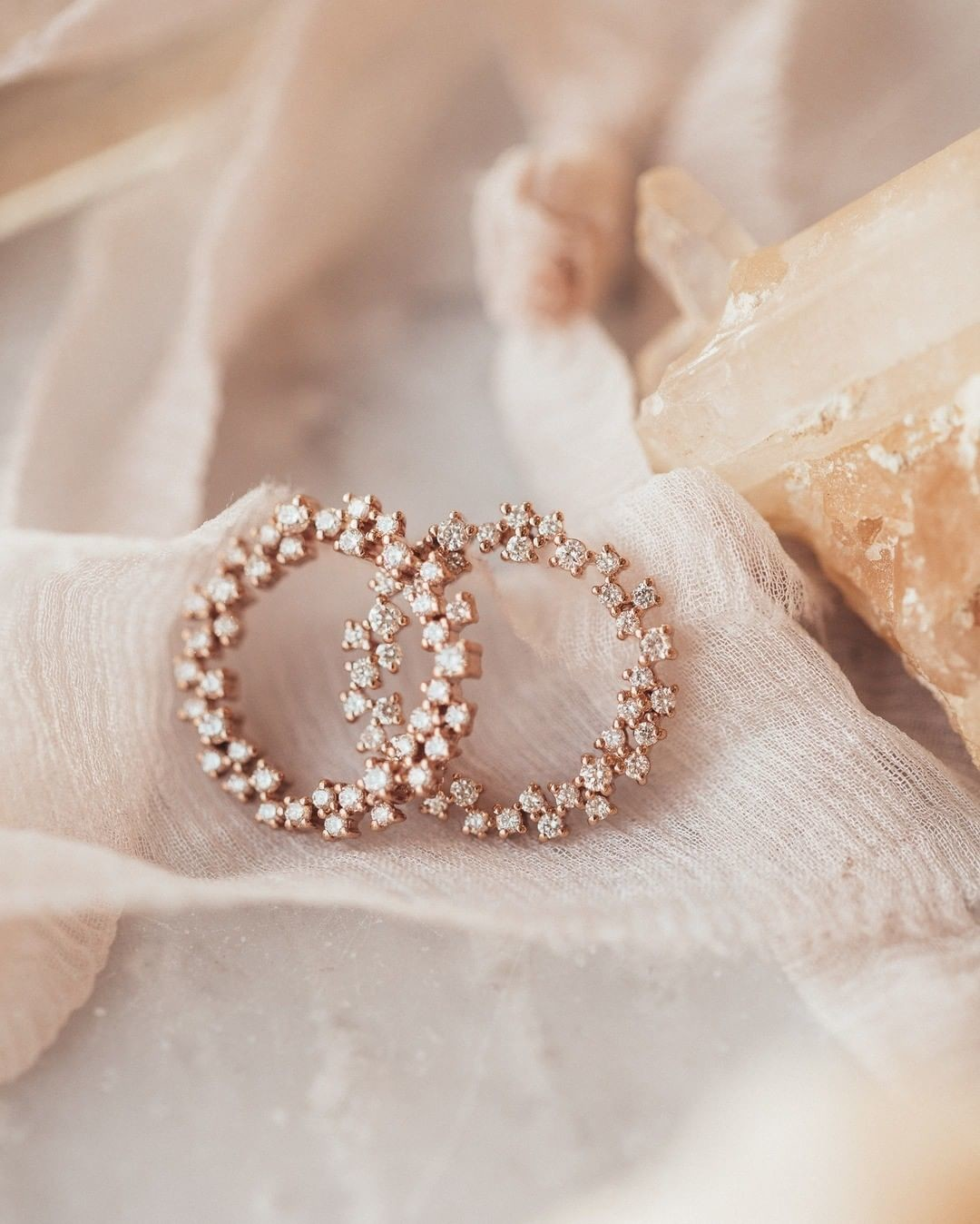 Drooling over these diamond circle studs in 14k rose gold.