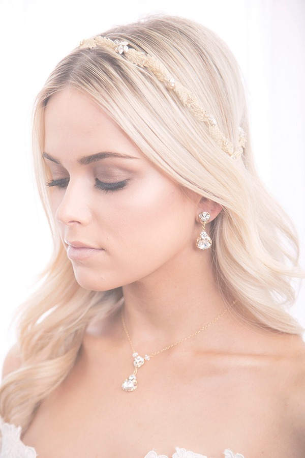 Pear drop necklace decorates brides' neckline perfectly. The handset Swarovski crystal stones have an extremely beautiful shine that