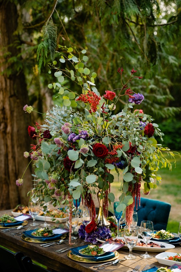 fall wedding flowers for your gold and blue table decor
