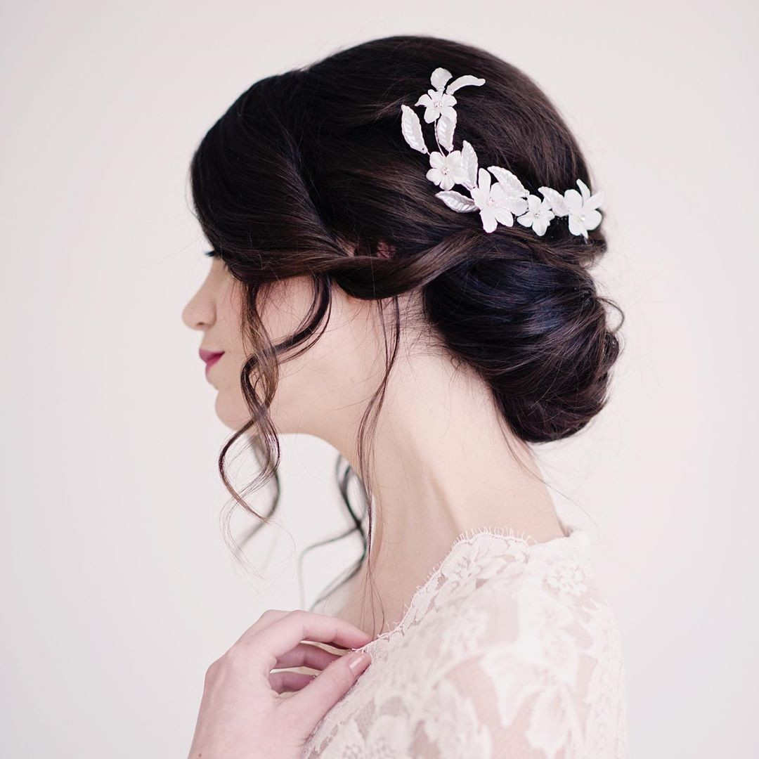 Our delicate floral hair comb features soft fabric flowers, rhinestones, acrylic leaves and is attached to a soft wire that can be