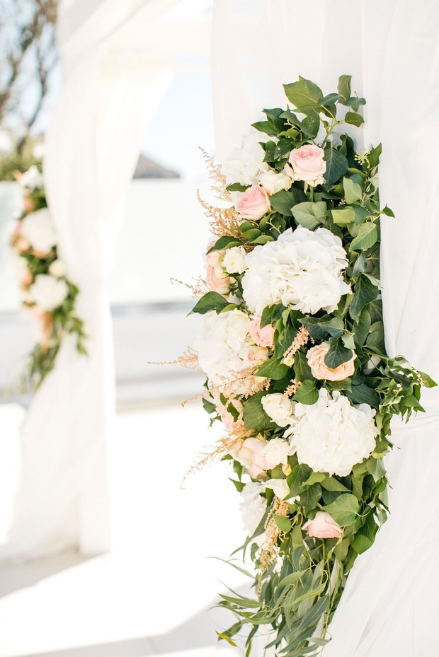 white and blush wedding floral decor for you wedding ceremony