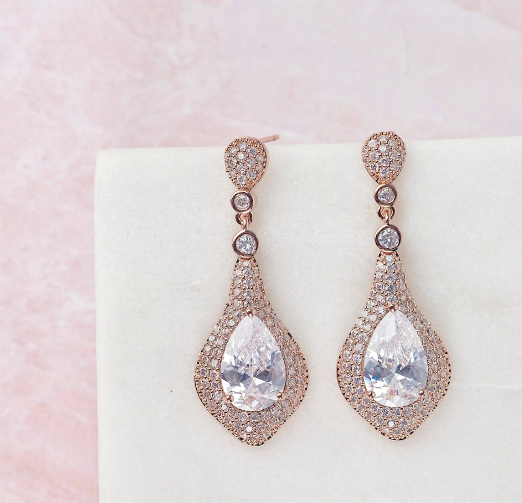 The Duchess earrings are the perfect crystal drops for your wedding. These timeless earrings will have you feeling like a classic