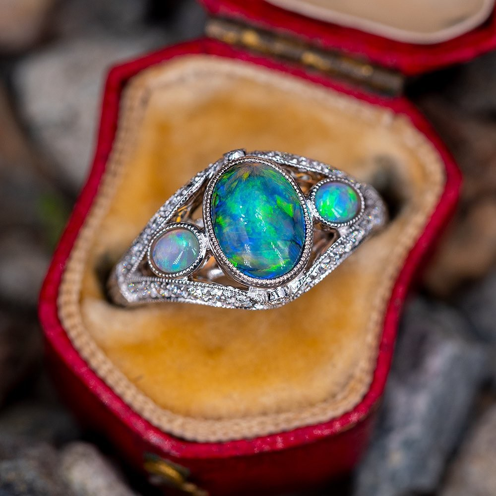 Who has an October birthday? The beautiful opal is this months birthstone ♥️