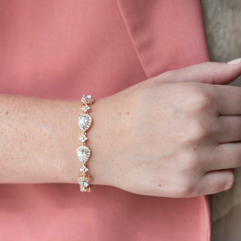 The Celeste bracelet features sparkling cubic zirconia stones set in gold, rose gold or silver. Add some bling to your wrist on your