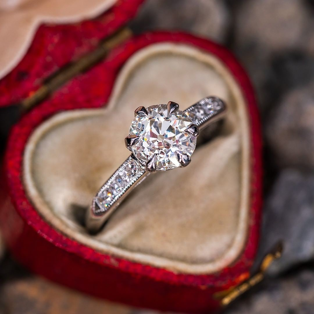 Describe to us your perfect engagement ring