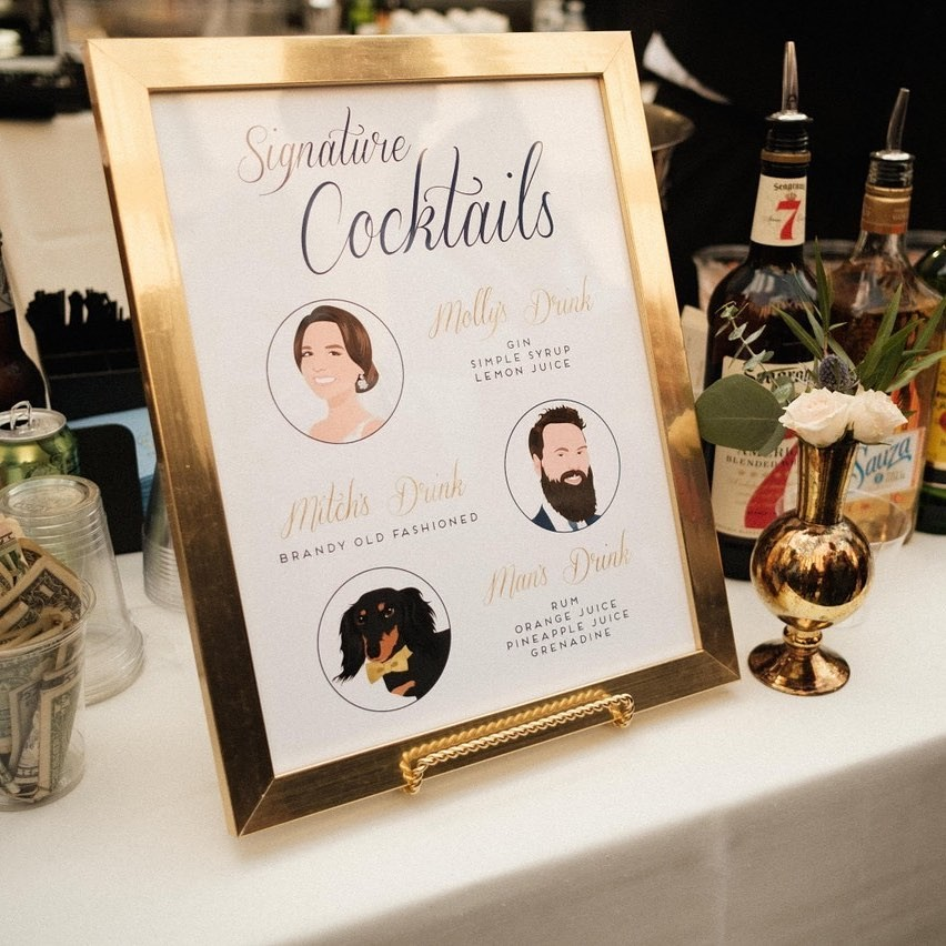 Those gorgeous gold accents match this custom cocktail design so beautifully! (We see that gold bow tie on the darling pup, too) �