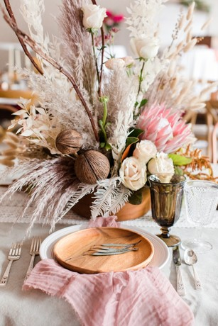 rose white and wood wedding table decor