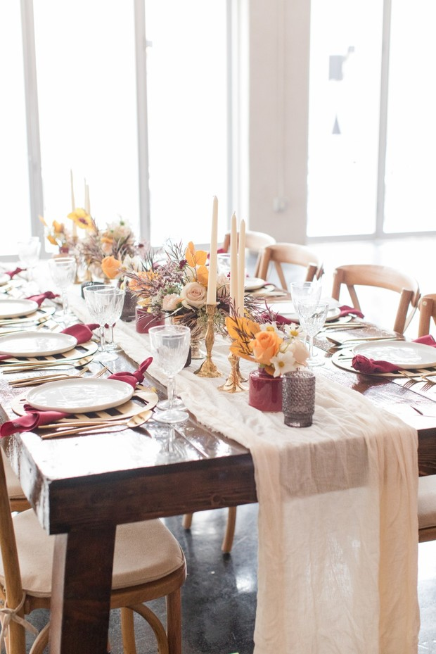 burgundy and gold wedding table decor