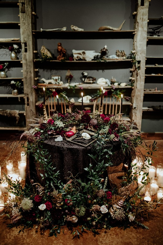 halloween and tarot card inspired fall wedding ideas