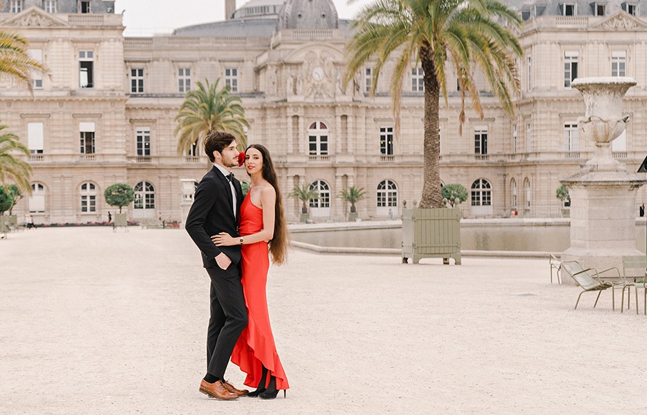 Paris engagement and elopement photography, videography - elegant and artistic images!