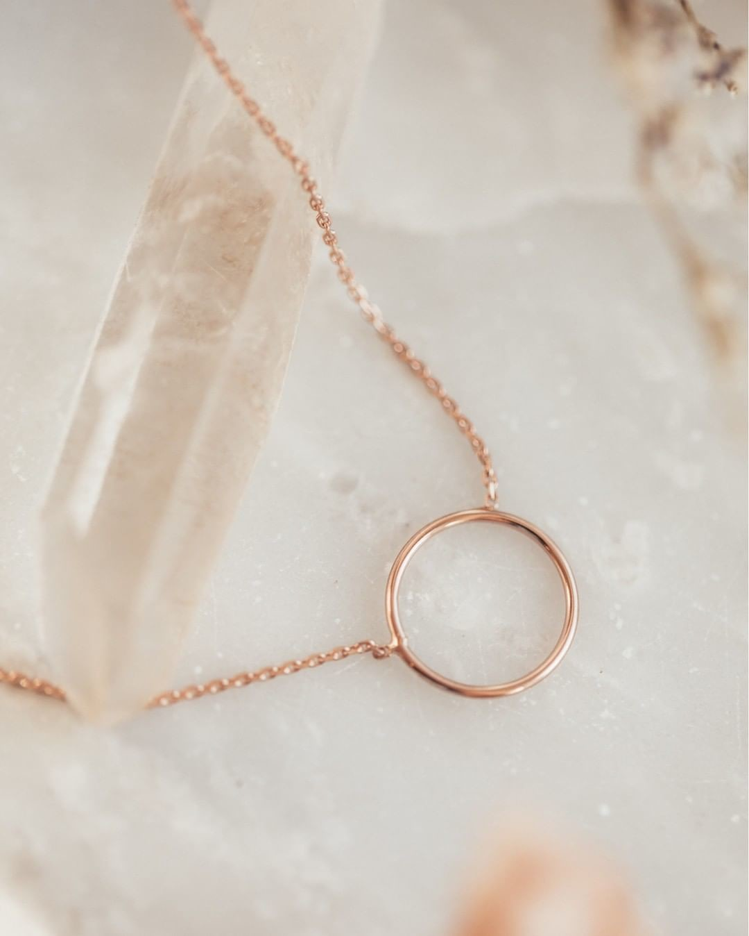 Dainty & darling, this 14k rose gold open circle necklace is the perfect addition to any outfit.
