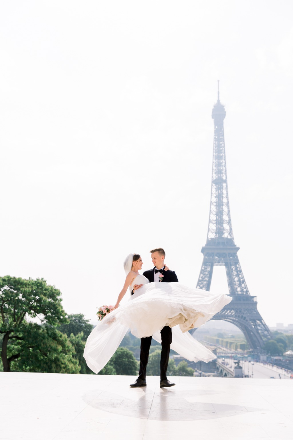 The romance of Parisian weddings