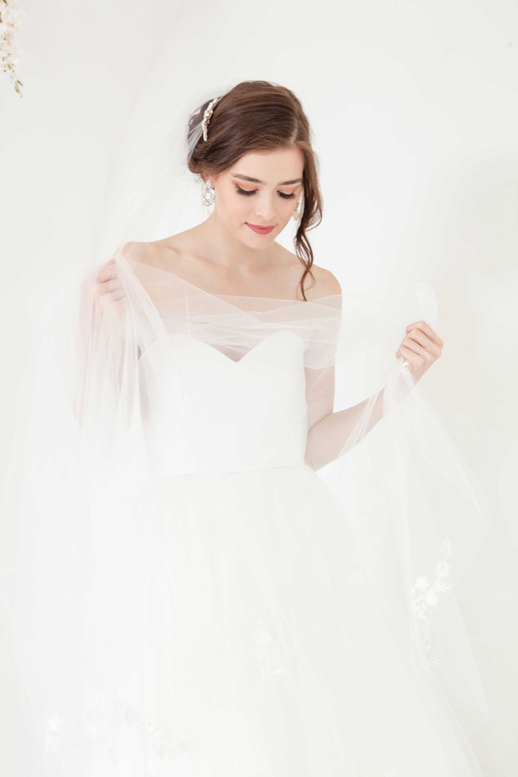 Explore more gorgeous wedding veil from Laura Jayne!