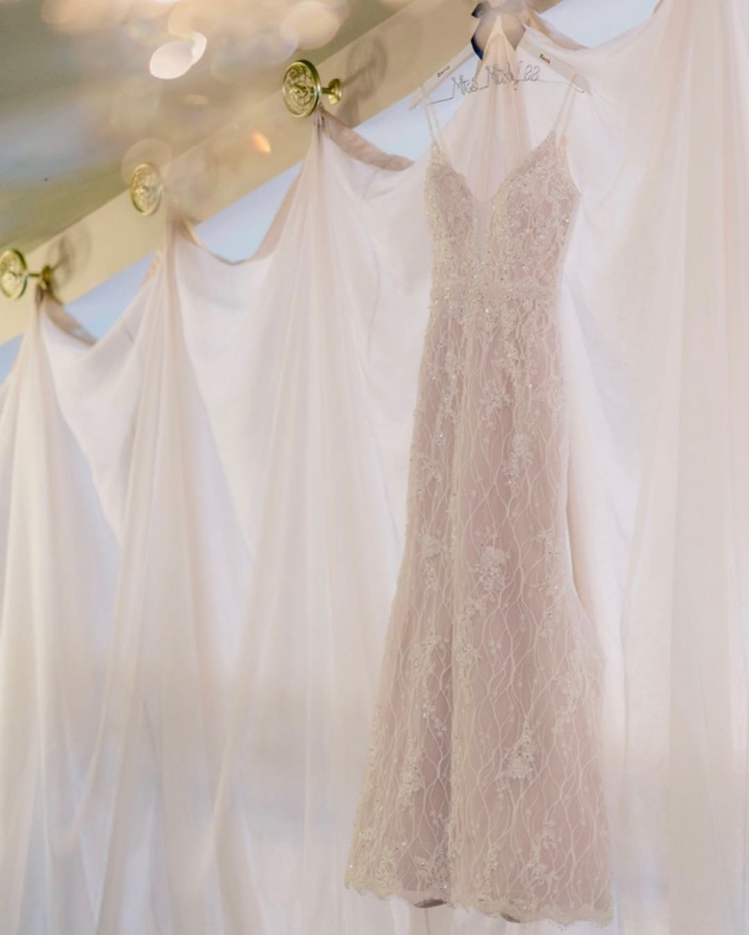 We love getting creative with the details! Do you love dress photos? .