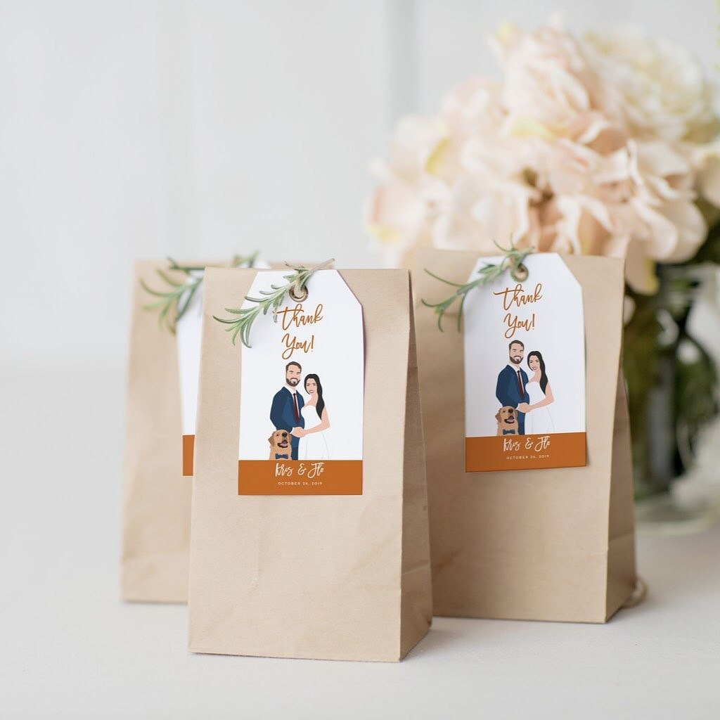 Add the perfect tag to the perfect wedding favors by using a custom design! 😍 It's a great reminder for your loved ones that you