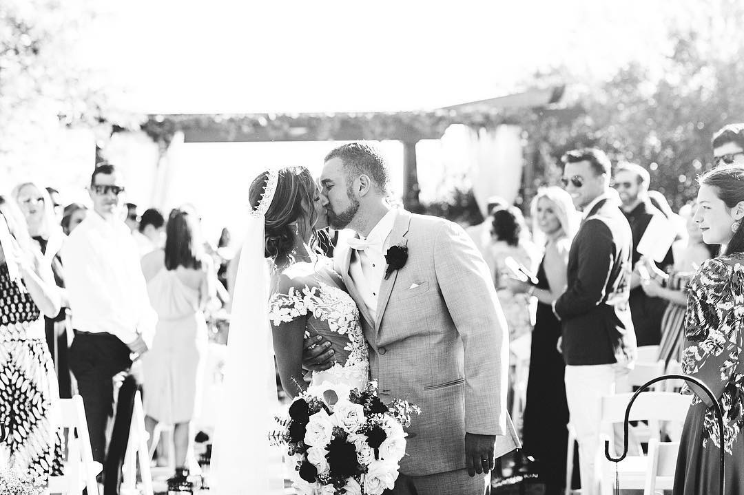 This photograph of Vanessa and Tim makes my heart so so happy💛 thank you for choosing me to photograph your special day😭😍