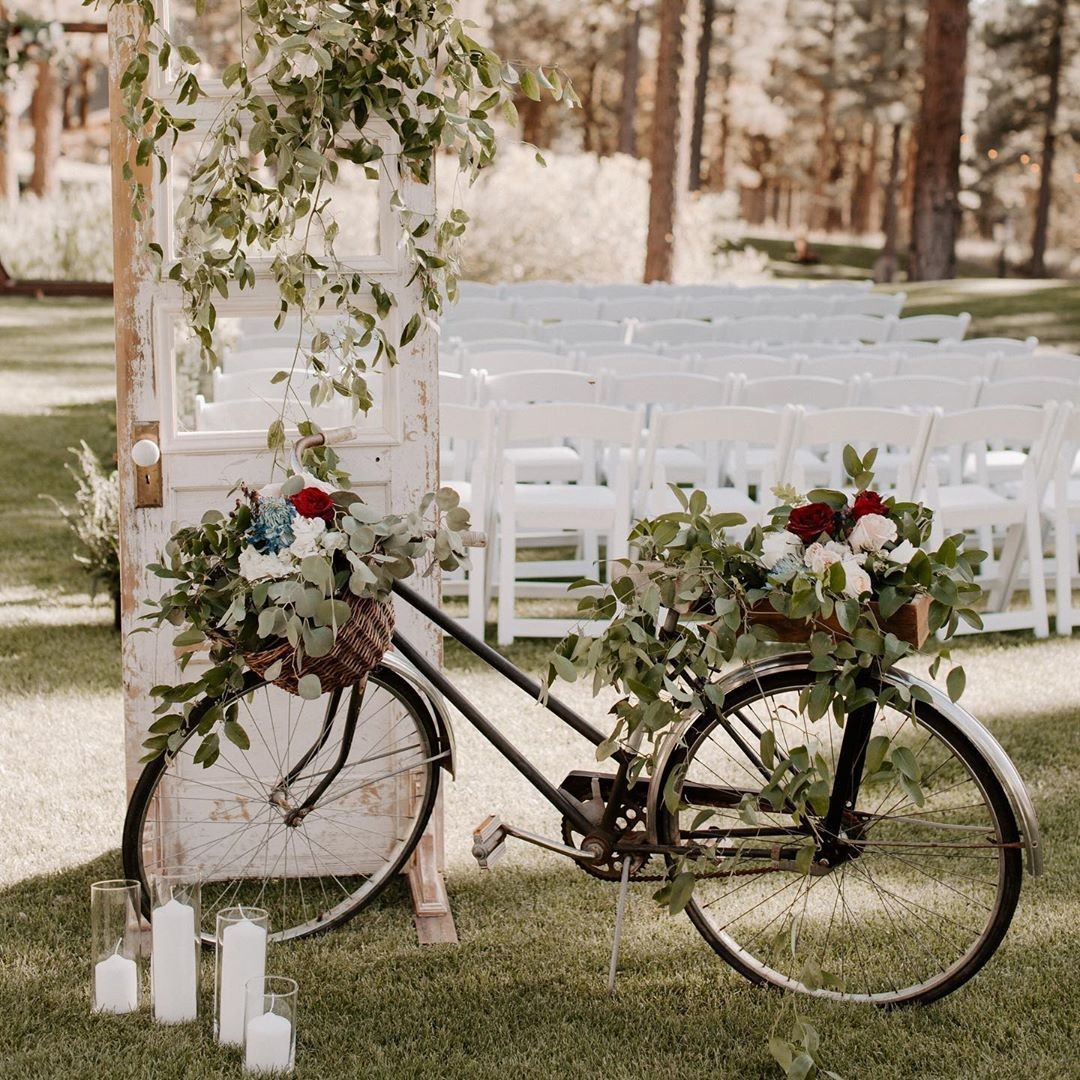 From the multi-colored glasses to the velvet chairs to all the colorful antiques, V+M's wedding was a vintage-inspired masterpiece