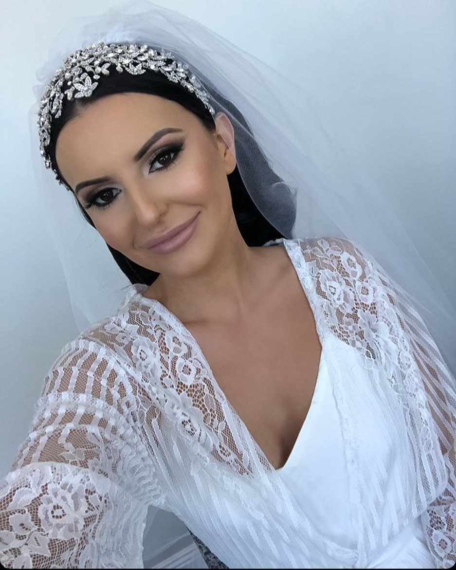 Beautiful #bride Adriana in our Berson Long Lace Robe �