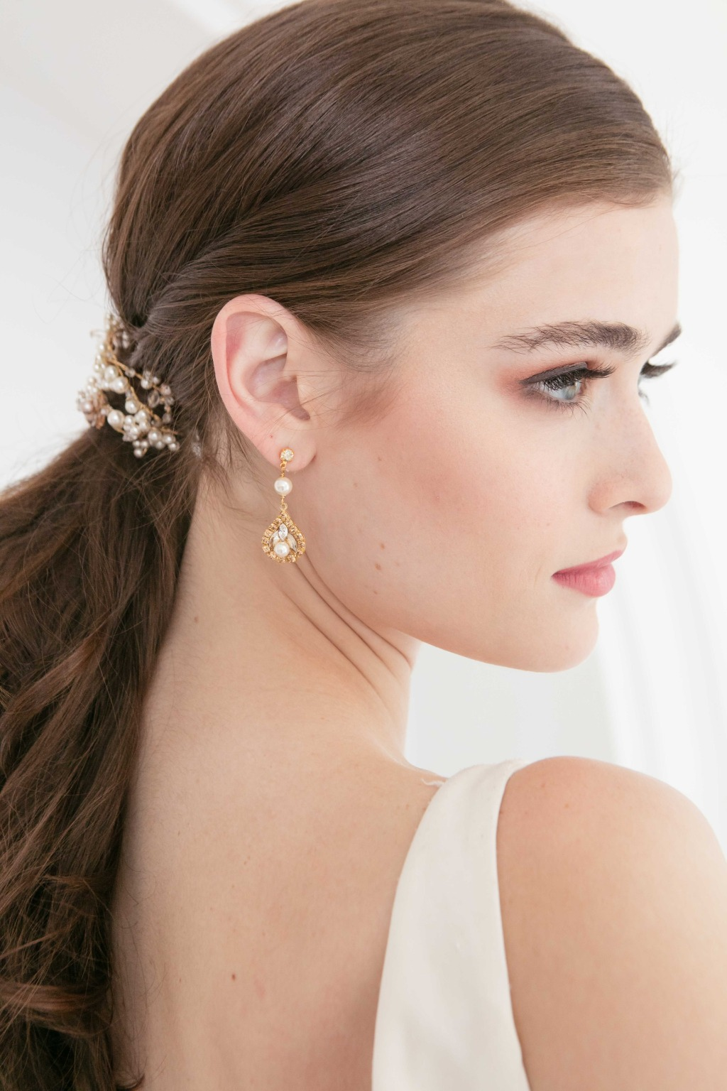 Pearl bridal jewelry and hair accessory from Laura Jayne 2020 collection. Check out more delicate wedding accessories and wedding inspiration