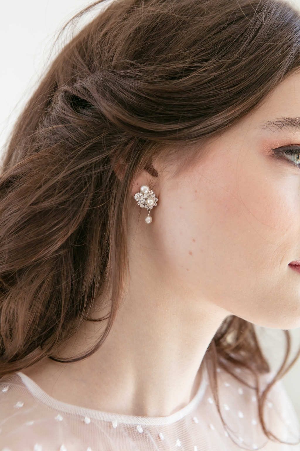 The delicate bridal earring is elegant and classic, which is from the 2020 wedding jewelry collection as well.