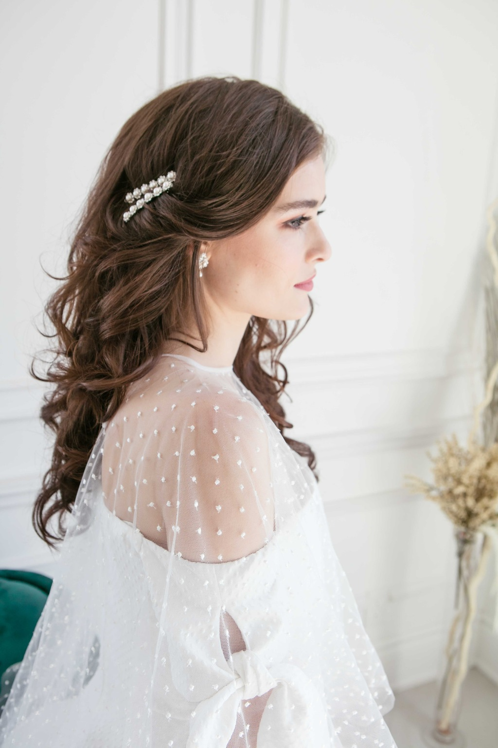 Wedding hairstyle inspiration with Laura Jayne's 2020 hair accessories collection. The bridal hair accessory design is modern and chic
