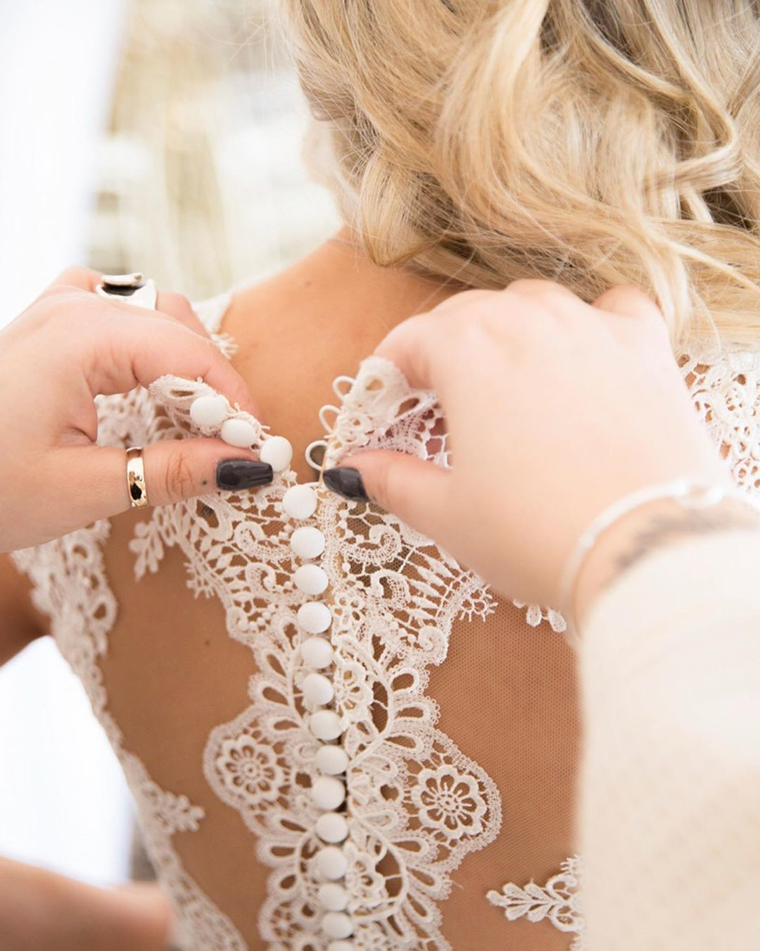 Our amazing Los Angeles photographer, Lacy, captures every special detail that makes the wedding day what it is 💎