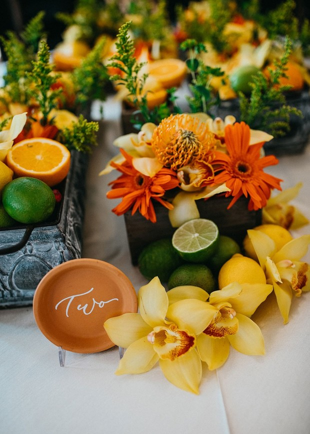 fresh and bright wedding table decor