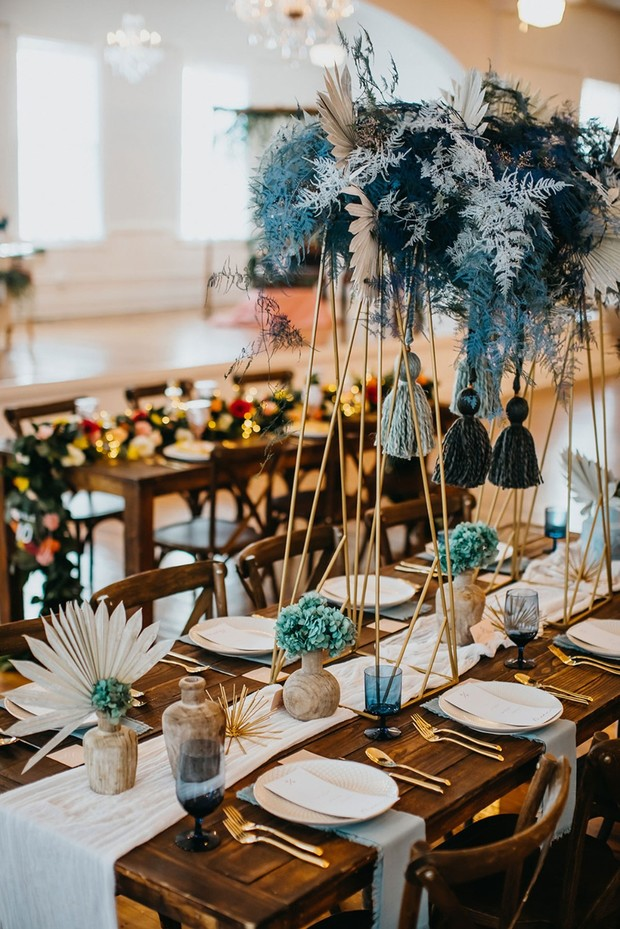 blue gold and white wedding table decor