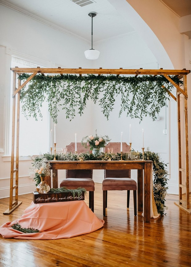 rustic and sweet sweetheart table