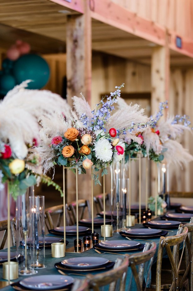 dramatic and fun table floral decor