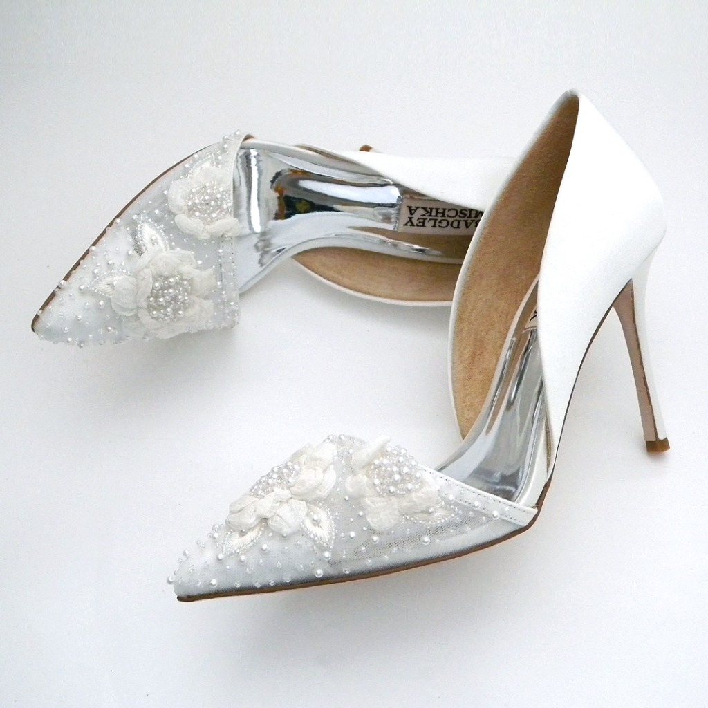 Pearls and flowers define this romantic wedding shoes from Badgely Mischka. Modified D'Orsay style pump with white silk satin heel