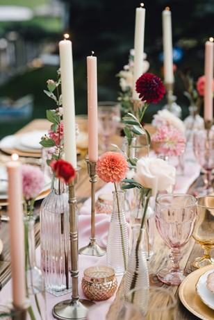 coral pink and gold table decor