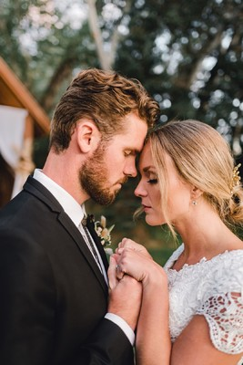A Fall Country Wedding That Isn't Harvest Themed