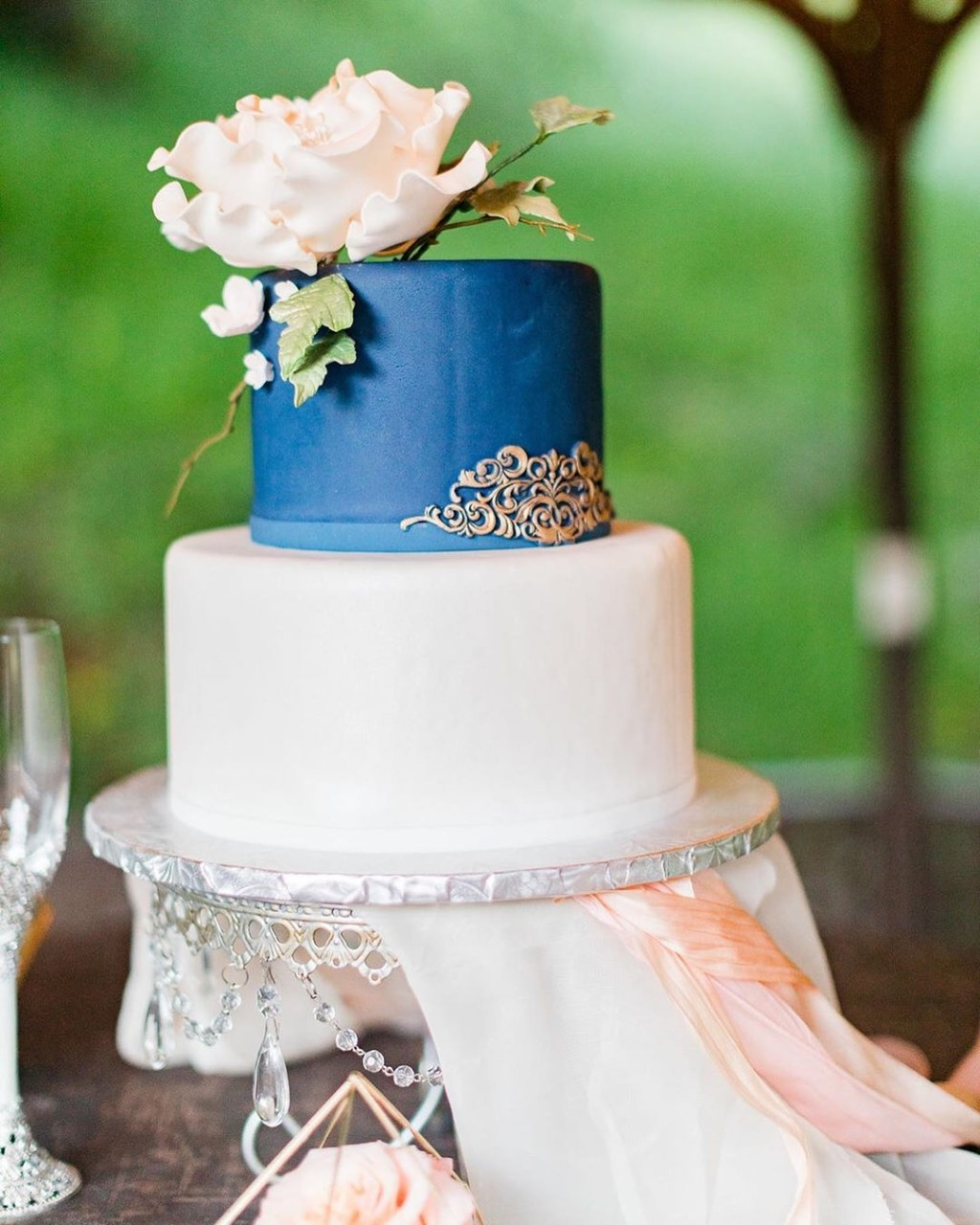 Something Blue! With Antique Silver Chandeliers! Wedding Cake Stand by Opulent Treasures • Wedding cake by @cakedelight • Photography