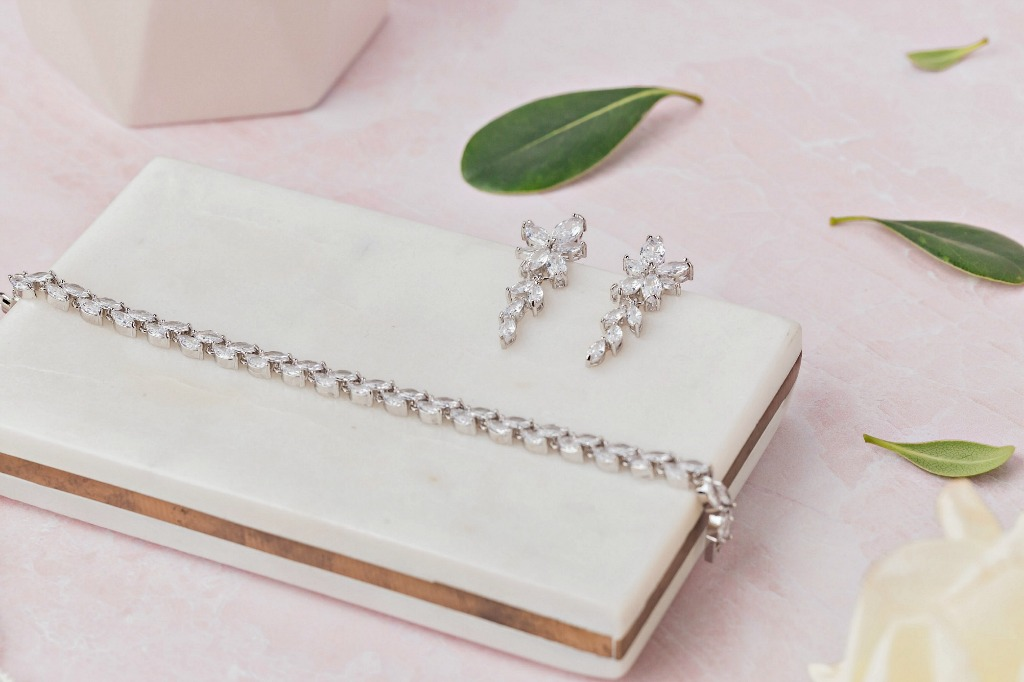 The Dolce bridal jewelry set will make an enchanting addition to your wedding look. Also great as bridesmaid gifts. Find more feminine