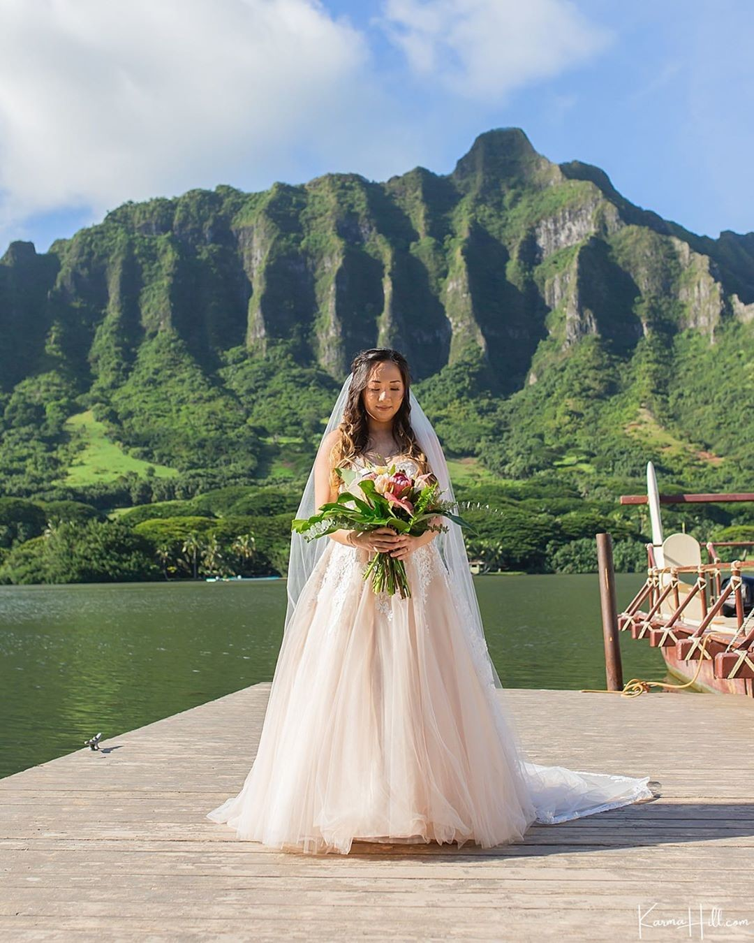With this majestic mountain range behind her, Katelyn was an absolute vision as she made her entrance at Kualoa Secret Island.