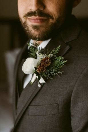 groom with winter inspired wedding boutonnier