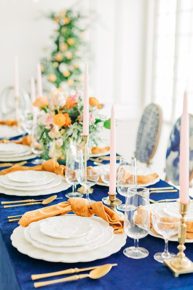 southern comfort winter wedding table decor in gold and blue