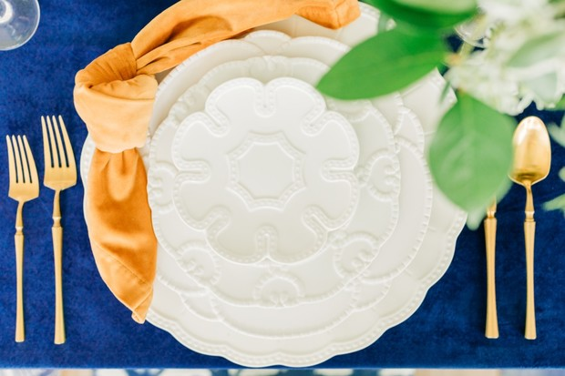 white and gold Southern wedding place setting idea