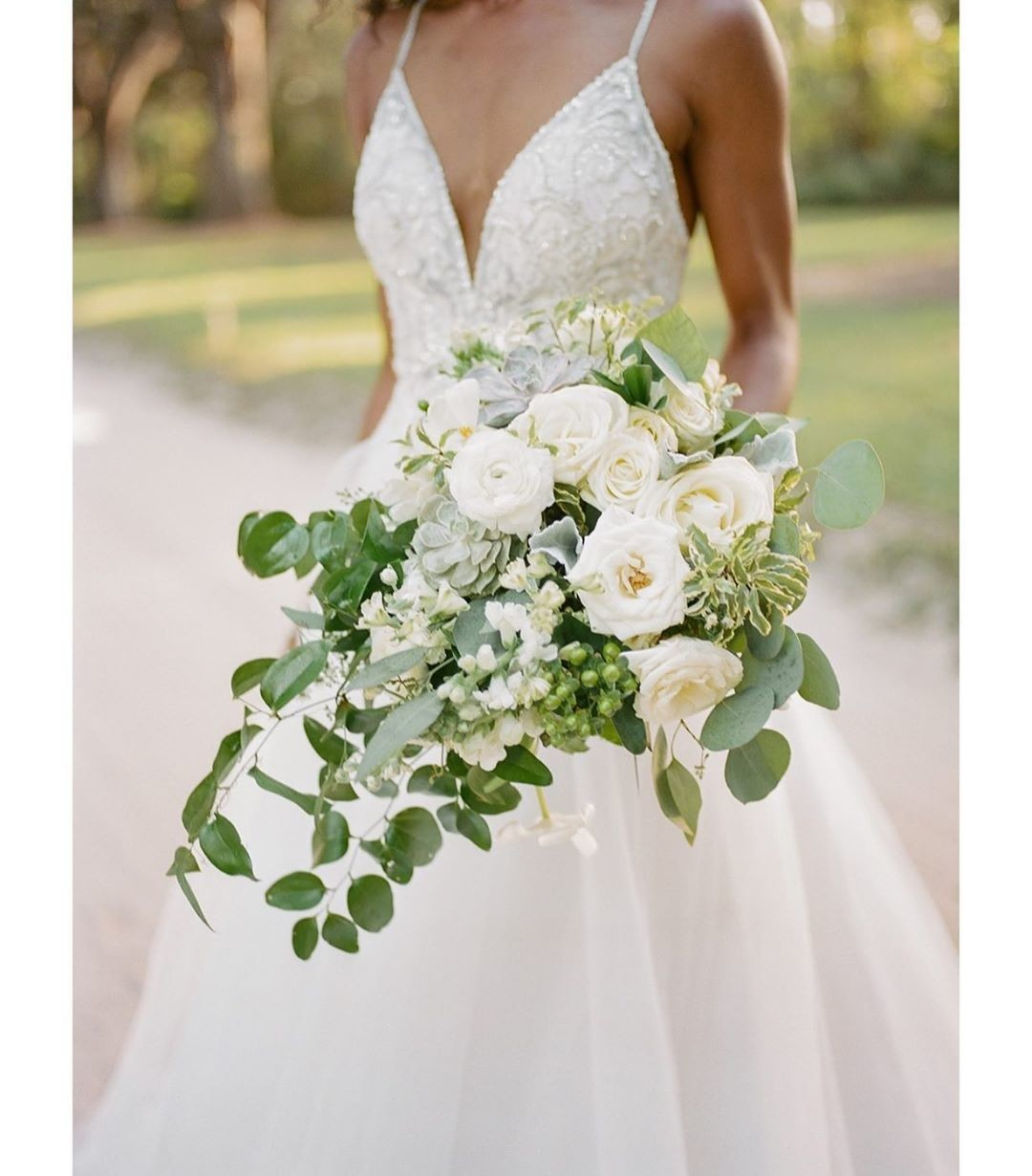 Bridal bouquet inspiration. Love the pairing of succulents and roses!