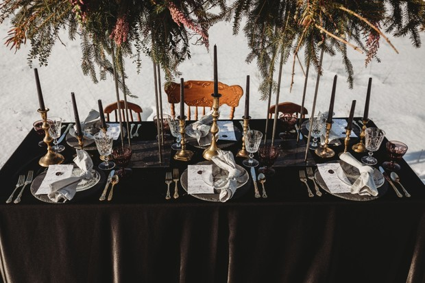 romantic black and gold wedding table