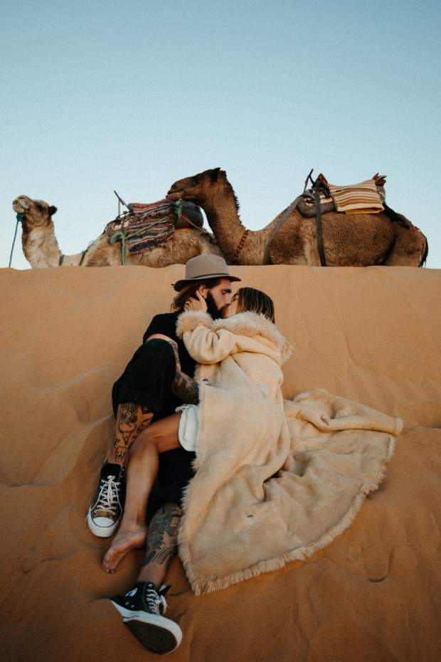 elopement photos in the Sahara