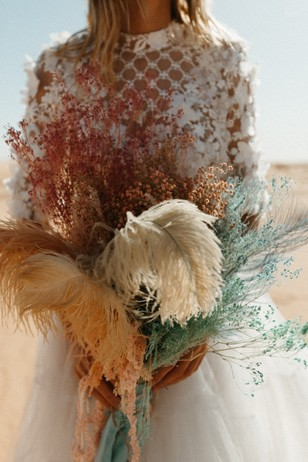 wedding flowers with ostrich feathers