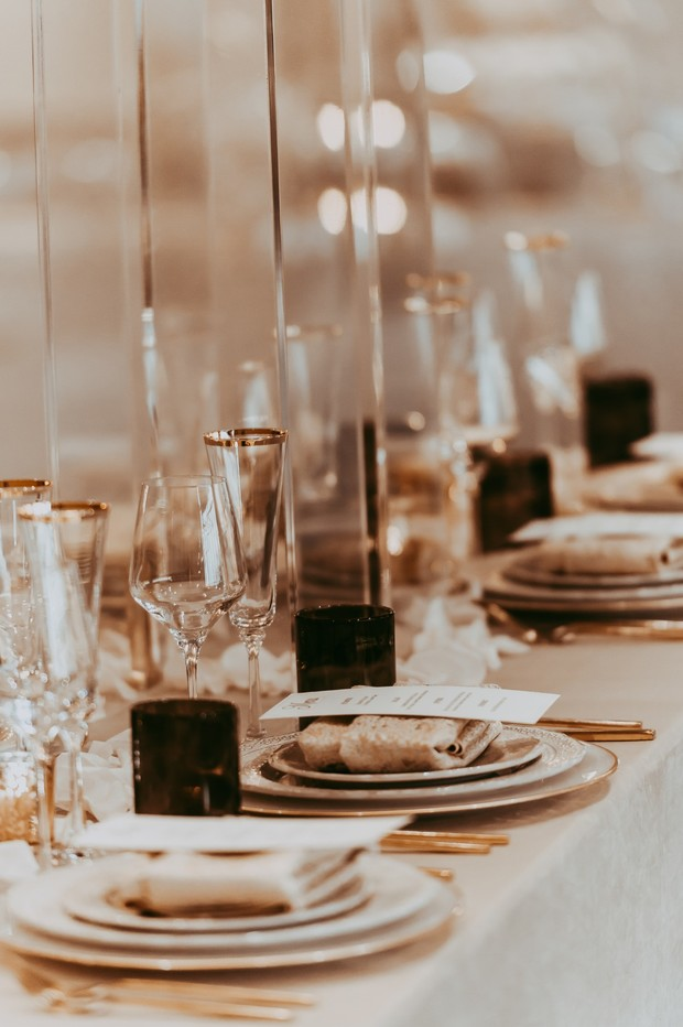 gold and white dramatic wedding table decor