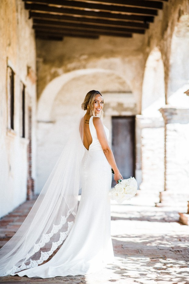 chic and timeless bridal look