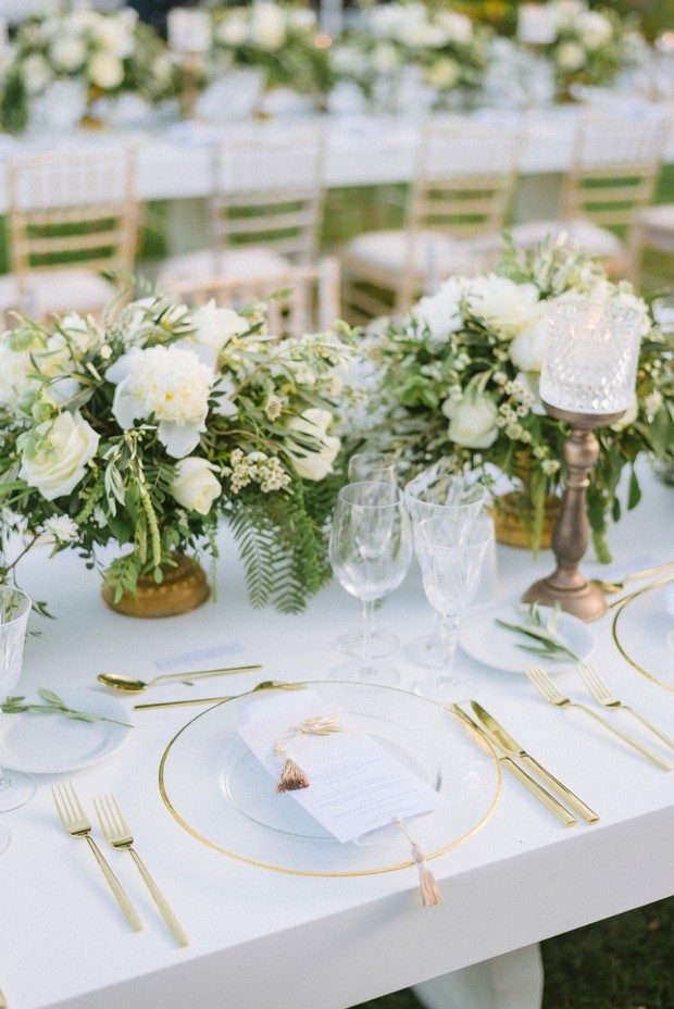 sleek modern and gold place setting